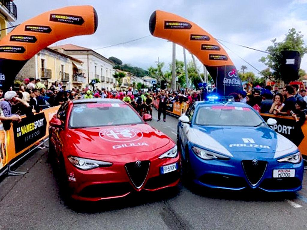 Due Nuove Alfa Romeo Giulia Al Traguardo Del Giro D Italia