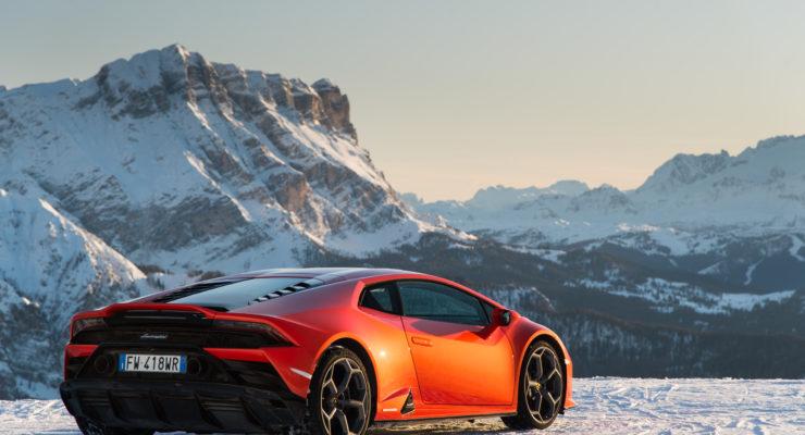 Lamborghini Christmas Drive: viaggio natalizio di Aventador SVJ, Huracán EVO e Urus!